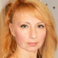 Csizmadia Szilvia: Árnyékból a fényességbe