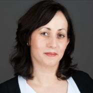 Greiner-Csapó Júlia: Egy vezető mesél